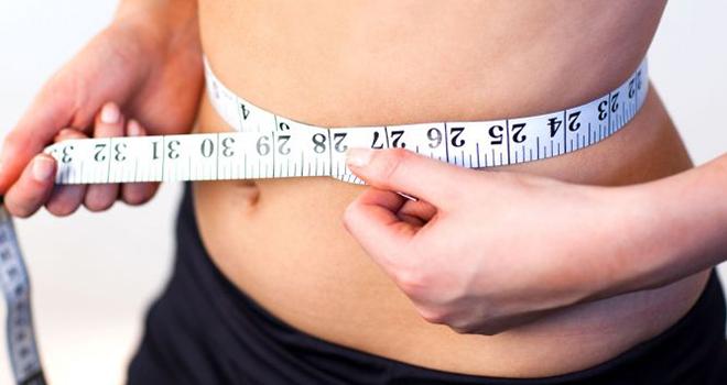Efectos secundarios de los refrescos - Cinta métrica en cintura